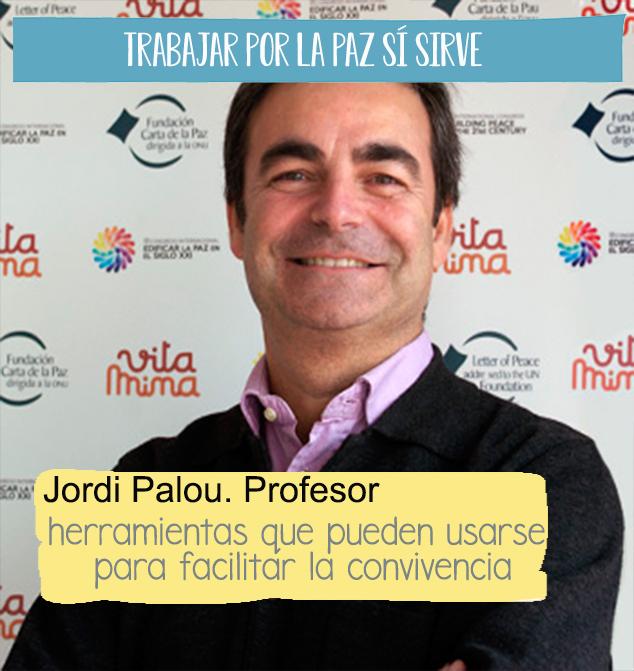 """Fotografía de tres cuartos de Jordi Palou, profesor del postgrado de cultura de la paz, con una cita sobreimpresa """"herramientas que pueden usarse para facilitar la convivencia"""""""